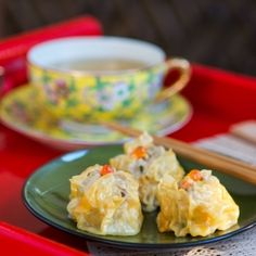 Steamy pork and shrimp dumplings, the classic dim sum specialty.