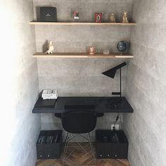 本当に必要なモノ達と暮らす〜余白のある空間づくりが快適さを生み出す家___omalさんのおうちを探索! | ムクリ[mukuri] Floating Shelves, Home Office, House Plans, Interior, Kitchen, Room, Home Decor, Image, Bedroom