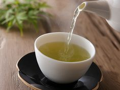 5 UNEXPECTED USES FOR TEA 1. Tea reduces under-eye puffiness 2. Tea soothes sunburn 3. Tea gives you shiny hair 4. Tea makes baking better 5. Tea-infused cocktails
