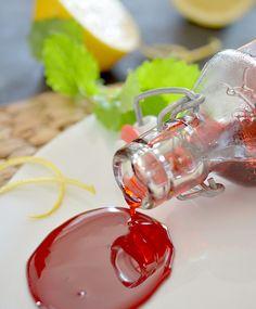 Punajuuresta on moneksi ja siitä saa aikaiseksi vaikkapa siirapin. Preserves, Pesto, A Food, Panna Cotta, Nom Nom, Ethnic Recipes, Gifts, Finland, Waiting