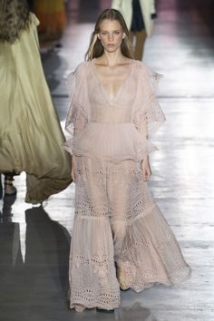 Alberta Ferretti Spring 2019 Ready-to-Wear Fashion Show Collection  See the  complete b12b53607