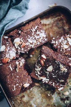 These rich ohh soo sweet Vegan Keto Avocado Brownies are a low carb + gluten free + dairy free healthy recipe alternative featuring weight loss friendly coconut flour. Vegan Keto Diet, Low Carb Vegetarian Recipes, Vegan Recipes, Keto Meal, Aip Diet, Baking Recipes, Free Recipes, Avocado Brownies, Brownie Recipe With Coconut Flour
