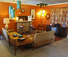 Photo Gallery of Midcentury Modern Living Room. Find ideas and inspiration for Midcentury Modern Living Room to add to your own home. Living Room Decor Orange, Retro Living Rooms, Living Room Designs, 1970s Living Room, Living Spaces, Sala Vintage, Vintage Design, Décoration Mid Century, Salon Mid-century