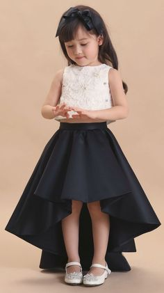 lucu dan imut in 2020 Kids Party Wear Dresses, Kids Dress Wear, Baby Girl Party Dresses, Kids Gown, Birthday Girl Dress, Little Girl Dresses, Girls Dresses Sewing, Toddler Girl Dresses, Frock Patterns