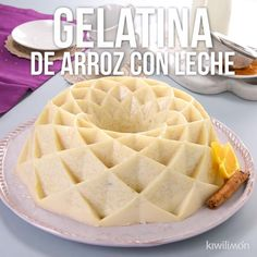 This gelatin of rice with milk is a delight, good to share with the entire household. A special dessert with the distinctive taste of this Mexican dessert that you'll love. Gelatin Recipes, Jello Recipes, Mexican Food Recipes, Sweet Recipes, Dessert Recipes, Good Food, Yummy Food, Tasty, Food Videos