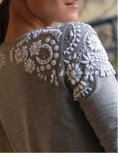 Bejeweled and embroidered shoulders. It's crazy how customizing small details on a piece of clothing can change it so much! Fashion Details, Diy Fashion, Ideias Fashion, Autumn Fashion, Beaded Embroidery, Hand Embroidery, Embroidery Designs, Penny Pincher Fashion, Diy Vetement