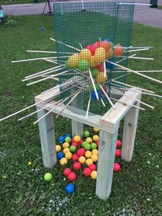 You are viewing giant kerplunk this set is perfect for parties, company functions, holiday events, weddings and even just by the camp fire. Kit Stand made sturdy fur pine and measures 2 feet Cage Wood Dowels plastic balls