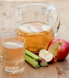 Almás-rebarbarás víz   1 alma  1 liter víz  1 szál rebarbara   A hozzávalókat turmixold össze, majd hagyd állni egy órán át, hogy az ízek összeérjenek. A rebarbara magas élelmirost-, valamint oxálsavtartalmának köszönhetően fokozza a bélmozgást, támogatja a salakanyagok kiürülését. Az alma savtartalmával ugyancsak serkenti az emésztést.