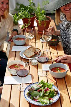 Restaurant Kellohalli's summer terrace, at Teurastamo - The Abattoir, Sörnäinen. Photo: Mikko Ryhänen