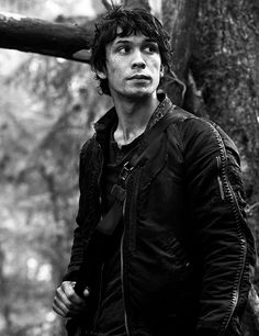 Shared by Find images and videos about black and white, the 100 and bellamy blake on We Heart It - the app to get lost in what you love. The 100 Cast, The 100 Show, Bob Morley, Bellarke, The 100 Serie, Bellamy The 100, The 100 Characters, Game Of Thrones Characters, Fictional Characters
