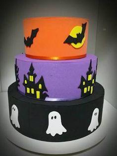 bolo fake halloween/bruxa e.v.a                                                                                                                                                                                 Mais