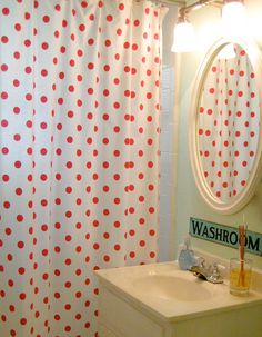Some amazing ideas on how to add polka dots to your decoration using great ideas for all the rooms of the house. Red Dots, Polka Dots, Polka Dot Bathroom, Cute Shower Curtains, Mint Green Walls, Black And White Tiles, Interior Design, House Styles, Dot Dot