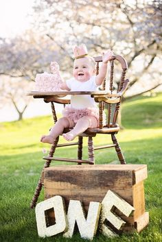 Frist birthday, girls first birthday ideas, one year photos, gold and blush one year session, gold and blush, gold and blush cake smash, Emerson's One Year Session | Christina Barnum Photography
