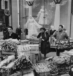 Robert Doisneau Angels and Leeks 1953               Le contraste!
