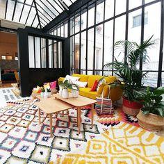 A defaut du soleil, j'ai envie de jaune dans ma deco !  Et oui je veux bien un loft aussi et de jolis tapis berbère... #loft  #tapisberbere  #tapis  #jaunemoutarde  #laredoute  #pressday  #ethnique  #canapejaune  #canape  #verriere  #nouvellecollection  #laredouteinterieurs