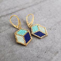 Boucles d'oreille ★ Cubes 3D ★tissées en perles japonaises Miyuki via My-French-Touch. Click on the image to see more!