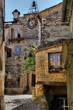Séguret, Vaucluse... Photo: Catherine Lemoine