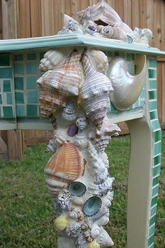 Shell mosaic table by maxine. Another strange mosaic. Mosaic Crafts, Mosaic Projects, Mosaic Art, Mosaic Glass, Diy Projects, Mosaics, Mosaic Garden, Seashell Art, Seashell Crafts
