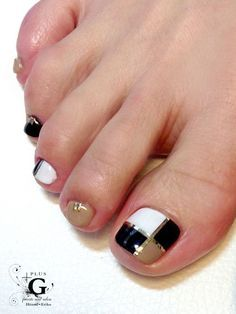 23 Fashionable Pedicure Designs to Beautify Your Toenails: Fantasitc Toenail Art Pedicure Designs, Pedicure Nail Art, Toe Nail Designs, Toe Nail Art, Hair And Nails, My Nails, Cute Pedicures, American Nails, Broken Nails