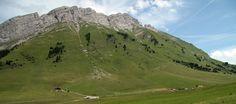 Vue sur la chaîne des Aravis (2325m) depuis le col des Aravis, durant une randonnée en direction du chalet du Curé - La Clusaz 2007