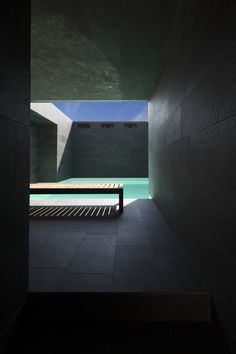 Casa Morchiuso by Marco Castelletti Architects Water Architecture, Amazing Architecture, Contemporary Architecture, Architecture Details, Interior Architecture, Interior And Exterior, Piscina Interior, Infinity Pool, Beautiful Pools