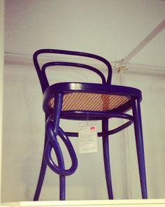 Design your life !: Amei ver a cadeira Thonet 214K. Uma versão bem hum...