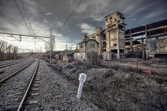 Railroad Tracks, Landscapes, Train, In This Moment, Beautiful, Places, Bon Voyage, Abandoned Places, Exterior Design