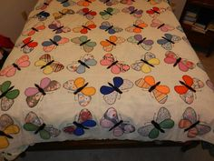 Love this pattern - Vintage Butterfly Circle Quilt Top Hand Appliqued Lge Blocks Great Color Old Quilts, Antique Quilts, Mini Quilts, Vintage Quilts, Vintage Fabrics, Baby Quilts, Circle Quilts, Quilt Top, Quilt Blocks