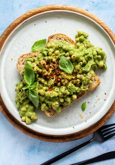 Vegan Bean Recipes, Vegan Recipes Easy Healthy, Beans On Toast, Easy Meals, Whole Food Recipes, Food Photography, Quick Vegan Breakfast, Pesto, Super Easy