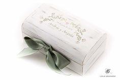 #Caja #boda Andrés y Ángela, #anillos y #arras en una sola caja, decoración #floral, pintada a mano. www.lolagranado.com