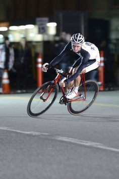 Red Hook Crit 2012 champ, Daniel Chavinov and his Stanridge speed STEEL track. beat out dudes on all carbon and aluminum steeds!