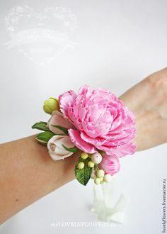 Свадебные украшения ручной работы. Ярмарка Мастеров - ручная работа Браслет с пионом и розами из полимерной глины. Handmade.