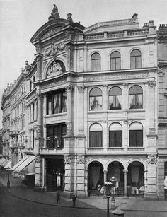"Warehousing ""Philipp Haas & sons"" at St. Stephans square in Vienna around 1900 Vintage Architecture, Classic Architecture, Historical Architecture, Architecture Details, Classic House Design, Vienna Austria, Beautiful Buildings, Victorian Homes, Old Pictures"