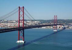 PhotodoSantos© Copyright Ponte 25 de Abril(Antiga Ponte António Oliveira Salazar) É uma ponte rodo-ferroviária que une Lisboa a Almada atravessando o estuário do rio Tejo na parte final e mais estreita, o designado gargalo do Tejo.