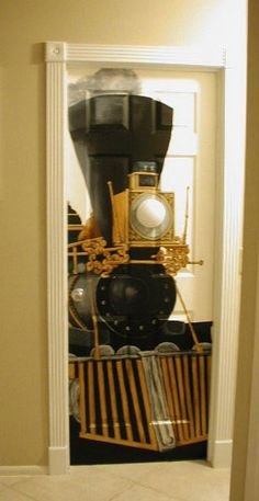 Steam Train bedroom door, Now this wold be good for mt train room (if I had one)