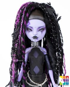 """Colour To The Bone on Instagram: """"Fawke is the second Cyber Goth Doll in my #creativitycybercollab #creatingpeacecollab in support of @creativity_is_weird_ 💖 . . Makeup…"""" Custom Monster High Dolls, Monster High Repaint, Monster Dolls, Custom Dolls, Ooak Dolls, Art Dolls, Barbie Dolls, Dreads Styles, Gothic Dolls"""