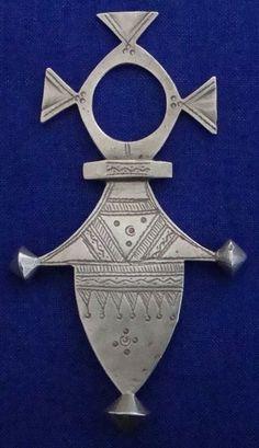 Bijou touareg ancien, croix d'Iférouane, argent thaler, dessins gravés: