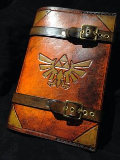 Leather Zelda Triforce cover. Use it on your journal, a book your currently reading, sketch book, day planner. Etc. Each one made will be similar