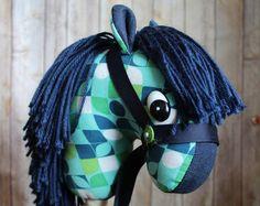 Caballo de palo! Caballo de caballo, hecho a mano palillo hobby! Listo para enviar! Marina de guerra caballo de palo, juguete de niño occidental, vaquero juguete 2 años, regalo de cumpleaños
