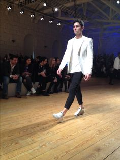 Ambitious Shoes   AW 16/17   38º Portugal Fashion #fashion #clothes #shoes #style #menswear #outfit #pf #portugalfashion #runaway #streetfashion #AW #mensfashion #streetstyle #aw1617 #Footwear #ambitious #design #leathershoes #ambitiousmood #ambitions #ambitiousshoes #colourfullshoes