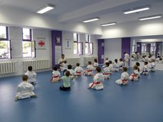 Exercitii de respiratie Karate, Basketball Court, Sports, Hs Sports, Sport
