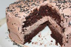 14 Holiday desserts to make chocolate lovers drool: Chocolate cheesecake cake Mothers Day Desserts, Desserts To Make, Köstliche Desserts, Holiday Desserts, Delicious Desserts, Dessert Recipes, Thanksgiving Desserts, Yummy Treats, Decadent Chocolate Cake