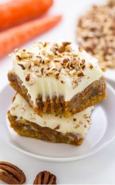 Carrot Cake Blondies - all the flavor of a classic carrot cake baked into easy-to-bake bars! Carrot Cake Blondies - Carrot Cake Blondies - all the flavor of a classic carrot cake baked into easy-to-bake bars! 13 Desserts, Delicious Desserts, Dessert Recipes, Recipes Dinner, Easter Desserts, Drink Recipes, Bar Recipes, Brunch Recipes, Oreo Dessert