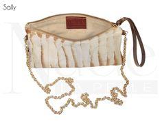 Sally, elegante pochette realizzata in pelle di cavallino con catena amovibile ed internamente foderata in cinghialino