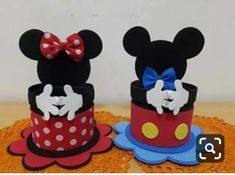 Learn how to make Mickey and Minnie Mouse sweets using super easy and inexpensive ideas that will allow you to make this craft without your pocket Baby Mickey, Dulceros Mickey Mouse, Mickey Mouse Crafts, Mickey Mouse Clubhouse Birthday, Mickey Party, Mickey Mouse Birthday, Minnie Mouse Party, Mouse Parties, Elmo Party