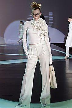 Valentino Fall 2001 Ready-to-Wear Fashion Show - Valentino Garavani, Karen Elson