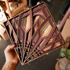 We already talked about the creations of artist Gabriel Schama, who assembles many layers of wood and other materials such as acrylic or leather, creating ama Wooden Wall Art, Wood Art, Laser Cutter Ideas, 3d Cnc, Cnc Wood, Small Wood Projects, Paper Artwork, Laser Cut Wood, Geometric Lines