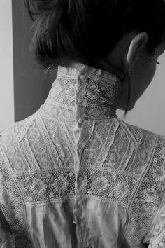 lace/high collar