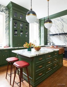 Green Kitchen Cabinets, New Kitchen, Kitchen Decor, Dark Green Kitchen, Green Kitchen Island, Vintage Kitchen Cabinets, Warm Kitchen, Kitchen Cabinetry, Kitchen Furniture
