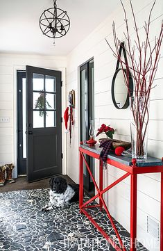 Is your small foyer discouraging you to decorate and get ready for buyers? The first room home buyers see when they step inside your home is the foyer. If your foyer is small, it can feel confined and uncomfortable. Entry Way Design, Entrance Design, Small Entrance, Entrance Hall, Hygge, Welcome Winter, Foyer Decorating, Traditional Decor, Entryway Decor